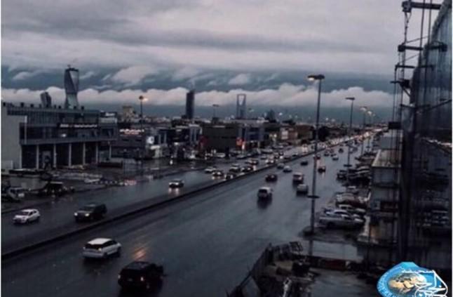 بالفيديو.. أمطار غزيرة تروي الرياض - صحيفة الخرج نيوز