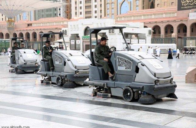 السديس يدشن الدفعة الأولى من الشباب العاملين على تشغيل وقيادة عربات غسيل المسجد النبوي