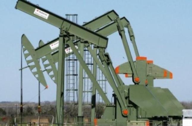 أسعار النفط تقفز للمرة الأولى في 3 أيام