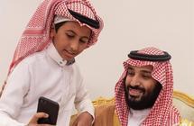 """والد الطفل صاحب """"السيلفي"""" الشهير مع ولي العهد: تواضع الأمير وحب الجميع له دفع ابني لالتقاطه"""