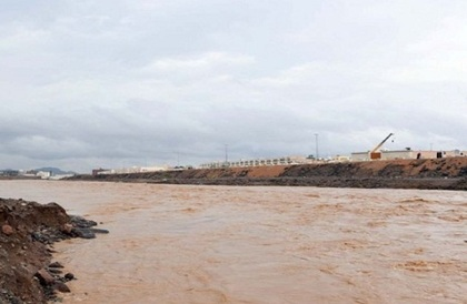 احتجاز 3 أشخاص في وادي مُر بسبب السيول - صحيفة صدى الالكترونية