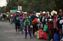 المهاجرون يستأنفون رحلتهم نحو الولايات المتحدة