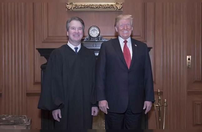 صورة.. هكذا بدا ترامب وهو يحضر حفلا مغلقا لتنصيب كافانو على رأس المحكمة العليا
