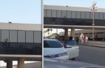 شاهد.. شخص يهدد بالانتحار من أعلى جسر للمشاة بالدمام