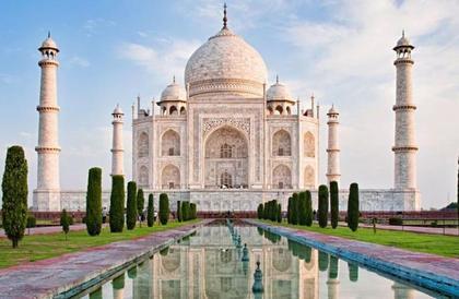 """الهند تحمي تحفتها """"تاج محل"""" برفع أسعار الزيارة"""