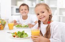 تعرف على أنواع الأغذية التي يجب أن تقدمها لطفلك يومياً