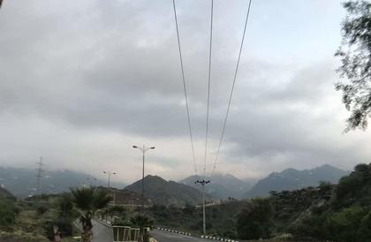 شاهد.. هكذا اخضرّت القمم الشرقية بجازان وتوجتها الأمطار ببريق البهجة