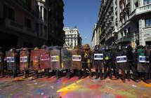 شبح الانفصال يحوم من جديد.. مدريد تهدد بإرسال الشرطة الوطنية لكتالونيا