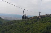 """تصادم 5 عربات """"تلفريك"""" في جبال النمسا (فيديو)"""