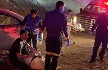 """مسعفان من """"صحة حائل"""" يباشران حادثًا صادف رحلة عودتهما من الرياض"""