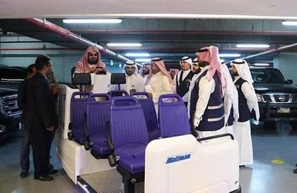 بالصور.. عربات كهربائية جديدة لنقل كبار السن في الحرم المكي - صحيفة صدى الالكترونية