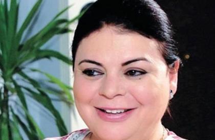 بالفيديو والصور- ماجدة زكي تحتفل بعيد ميلادها وسط صديقاتها من الوسط الفنيمي فهمي
