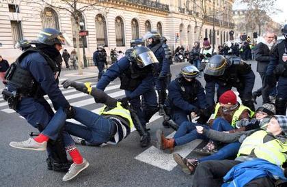 """الشرطة الفرنسية تتأهب لـ""""أصعب السيناريوهات"""" عشية احتجاجات لـ""""السترات الصفراء"""""""