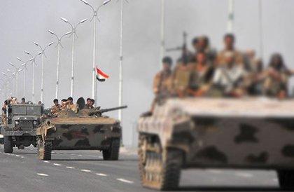 الجيش اليمني : انتصارات قواتنا المسنودة من التحالف أرغمت الإنقلابيين المدعومين من إيران على الانسحاب من الحديدة وموانئها الثلاثة
