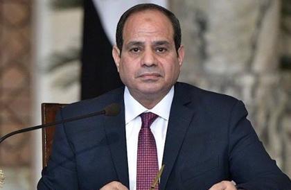 مغردون يردون على إحراج السيسي لمحافظ القاهرة: معاه شهادة أعلى منك