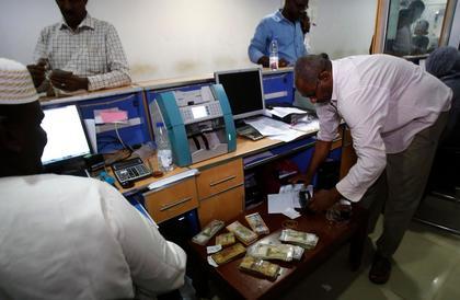 """""""المركزي"""" السوداني يصدر ضوابط جديدة لتحويلات المغتربين"""