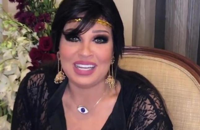 """بالفيديو- شاب يرفض تقبيل فيفي عبده.. """"مينفعش أحنا على الهواء""""نهال ناصر"""