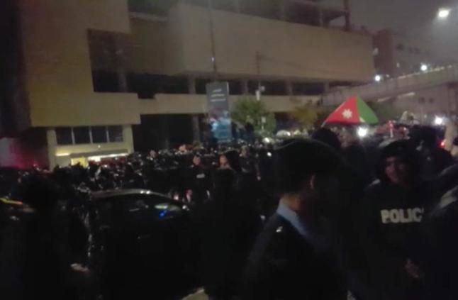 احتجاج في الأردن على قانون الضريبة ومطالب برحيل الحكومة والنواب