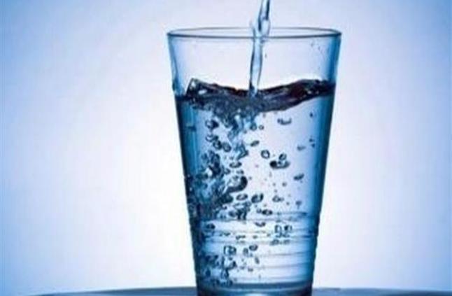 لهذه الأسباب يجب شرب كوب ماء في الصباح يوميًا