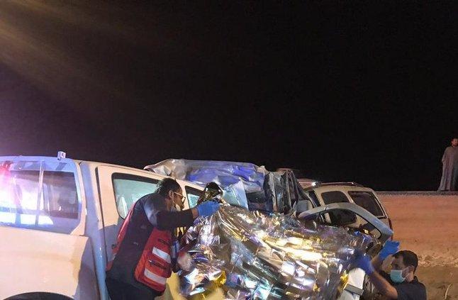 """بالصور: 11 وفاة وإصابة في حادث مروري في """"صمخ الحفيرة"""" بعسير"""