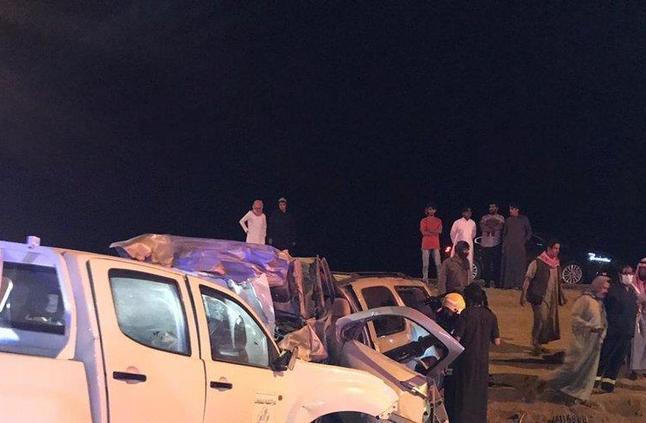 """11 وفاة وإصابة في حادث مروري في """"صمخ الحفيرة"""" بعسير"""