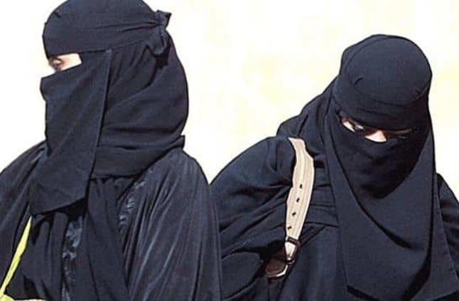 ضبط وافدات ينتحلن أسماء سعوديات في المتاجر بـ الطائف.. ورجل أعمال يكشف كيف وقع في هذه الخدعة