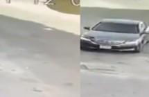 لصيسرق سيارة مواطن تركها في وضع التشغيل (فيديو)لصيسرق سيارة مواطن تركها في وضع التشغيل (فيديو)