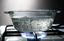هل تكرار غلي الماء يُضر بالصحة؟