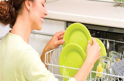 7 أشياء لا توضع في غسالة الأطباق