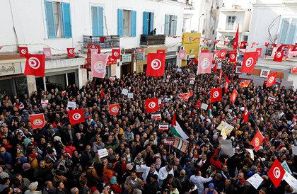 بعد مشاركة ربع السكان في الإضراب... متى ترفع تونس أجور موظفيها