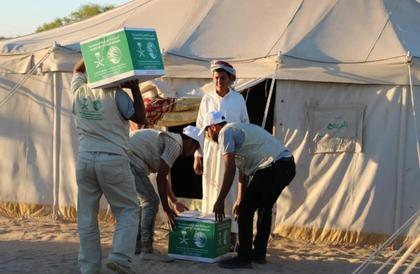مركز الملك سلمان يدشن توزيع 154.9 طن مساعدات غذائية للنازحين في الجوف ومأرب