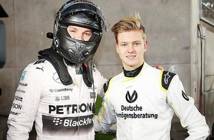 كيف علق فيتيل سائق فيراري على انضمام شوماخر الإبن إلى الفريق بسباقات فورمولا-1؟