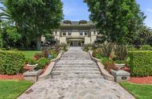 """بالصور.. هذا القصر عاش فيه الملاكم الشهير """"محمد علي كلاي"""" للبيع مقابل 17 مليون دولار"""