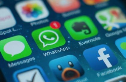 WhatsApp تتيح للمستخدمين الآن إعادة توجيه رسالة معينة لخمس جهات إتصال فقط في كل مرة - إلكتروني