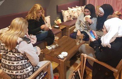 """في حلب... صبايا ينشئن مقهى """"الحرملك"""" ويحظرن على الشباب دخوله (صور وفيديو)"""