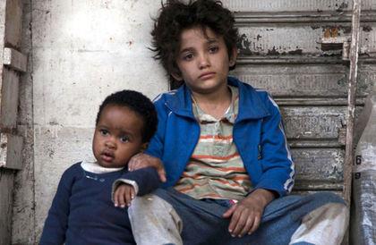 قصة فتى سوري ينتقل من حياة اللجوء إلى البساط الأحمر