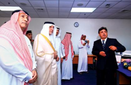 الفيصل يزور أكاديمية الأمير سلطان