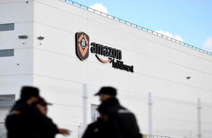 """""""أمازون"""" والإدارة الأميركية: تواطؤ البائع والشاري"""
