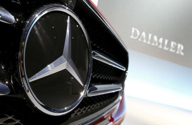 """بعد تراجع مبيعاتها.. """"دايملر"""" تحذر قطاع السيارات العالمي من عام 2019"""
