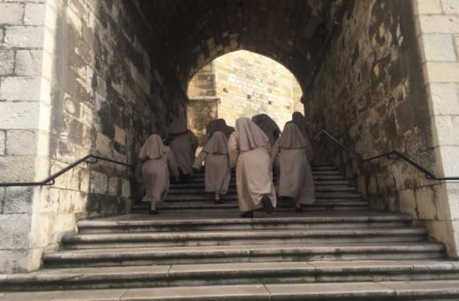 الأرشفة الرقمية تكشف تزوير راهبة من القرون الوسطى موتها للهروب من الدير