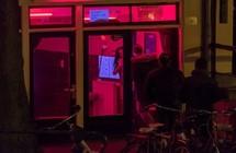 دعوات لإصلاح شارع الفوانيس الحمراء بأمستردام