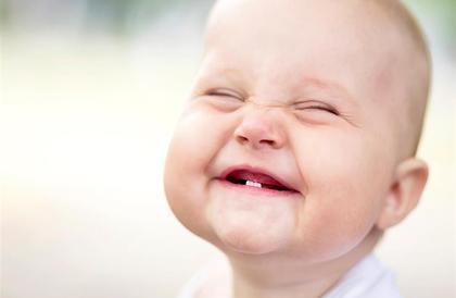 4 أعراض تصاحب تسنين طفلك.. هكذا تخففين آلامه