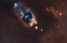 """""""ناسا"""" تكشف عن ضوء أزرق مشرق في الفضاء السحيق... ما سرّه؟"""
