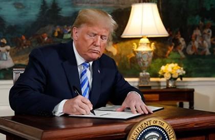 الرئيس الأمريكي يوقع على أمر بإنشاء قوة عسكرية للفضاءالرئيس الأمريكي يوقع على أمر بإنشاء قوة عسكرية للفضاء