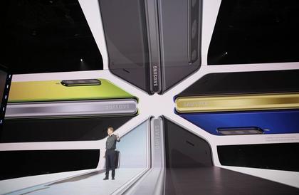 سامسونج تكشف عن هاتفها القابل للطي Galaxy Fold بشاشة تصل 7.3 بوصة