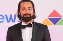 """بالفيديو- والد أحمد حاتم يشيد بأدائه في """"قصة حب""""نهال ناصر"""