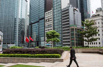 فرار جديد.. اعتراض سعوديتين بهونغ كونغ