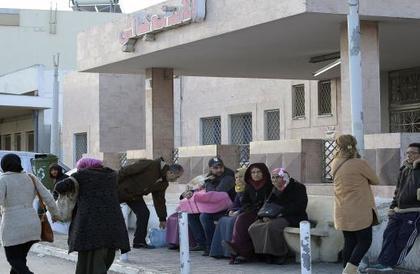 إضراب في المستشفيات التونسية بسبب تفاقم أزمة قطاع الصحّة