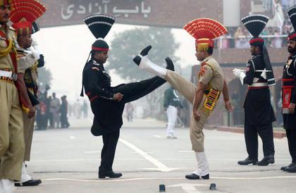 باكستان تحذر الهند: ردنا سيفاجئكم