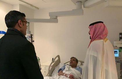 ولي العهد يطمئن على صحة رئيس تحرير صحيفة الرياض بعد تعرضه لوعكة الصحية في الصين